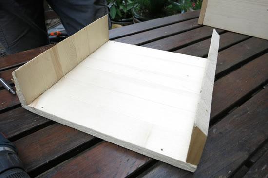 fertige Bodenplatte des Vogelfutterhauses