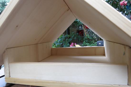 Vogelfutterhaus selbst gebaut