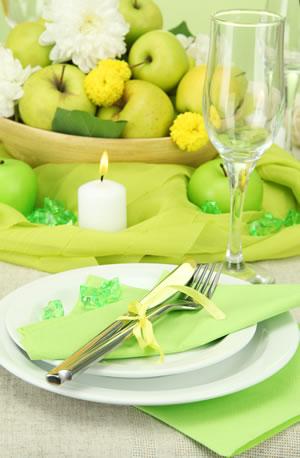 Tischdekoration mit Äpfeln