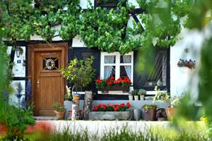 Vorgartengestaltung beim Bauernhaus