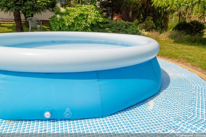 Pool aufstellen Rasen