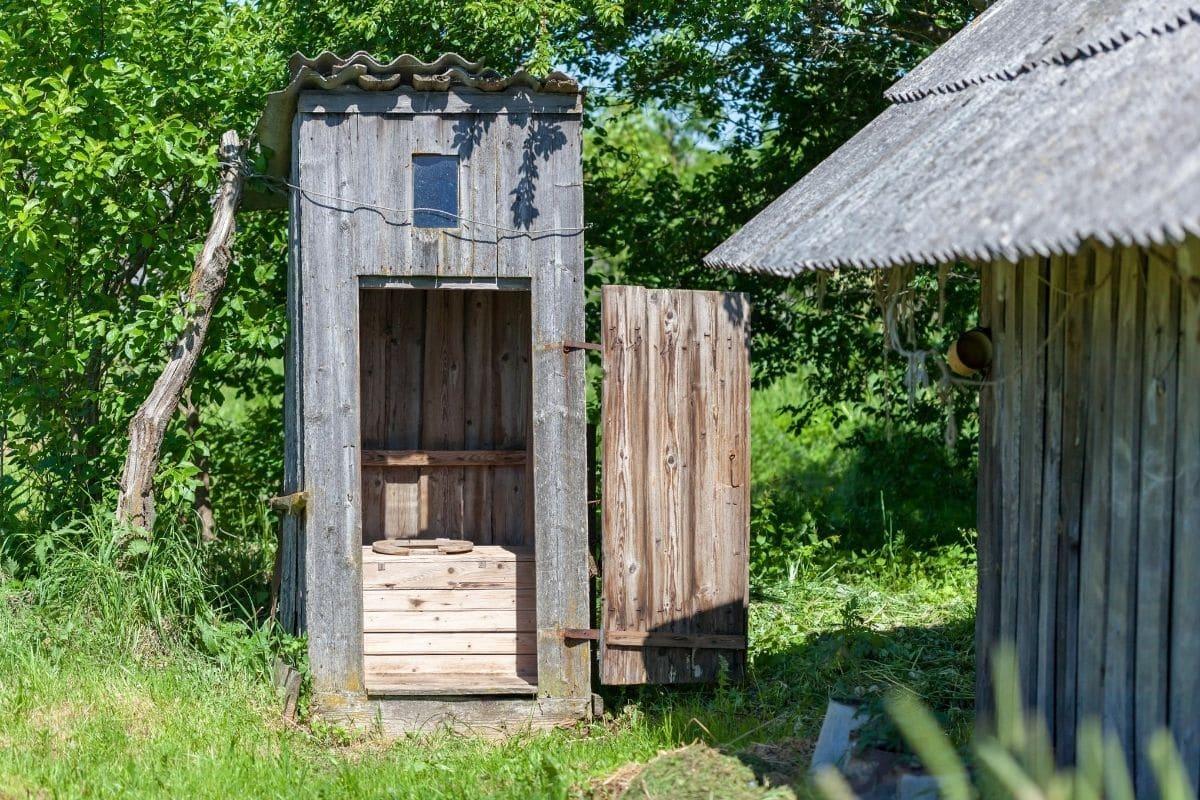 Toilette im Garten