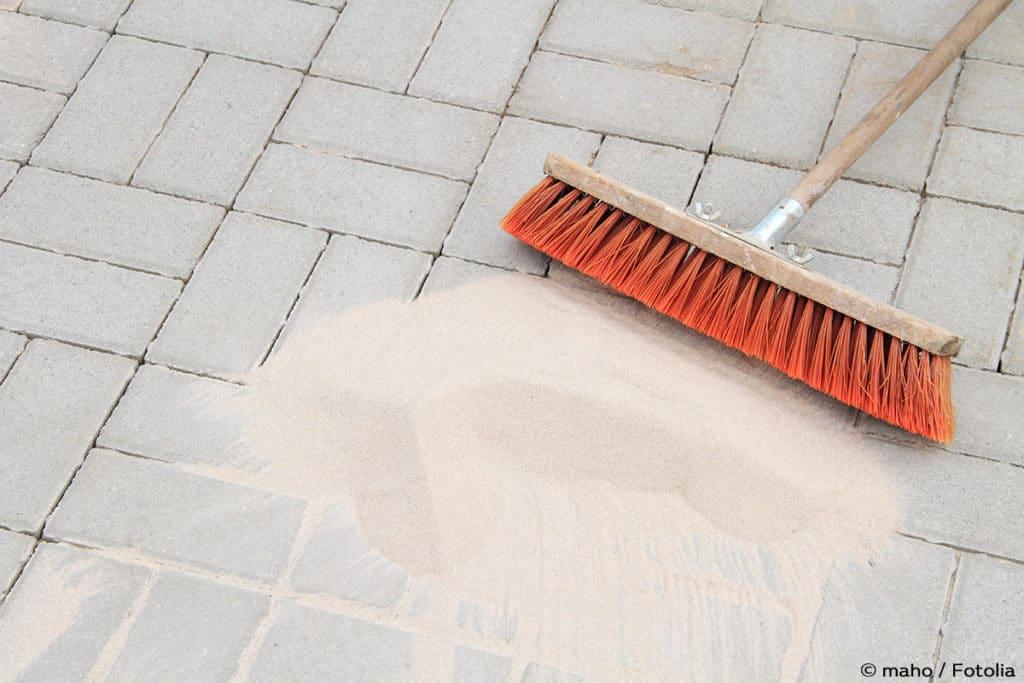 Terrassen mit Sand füllen