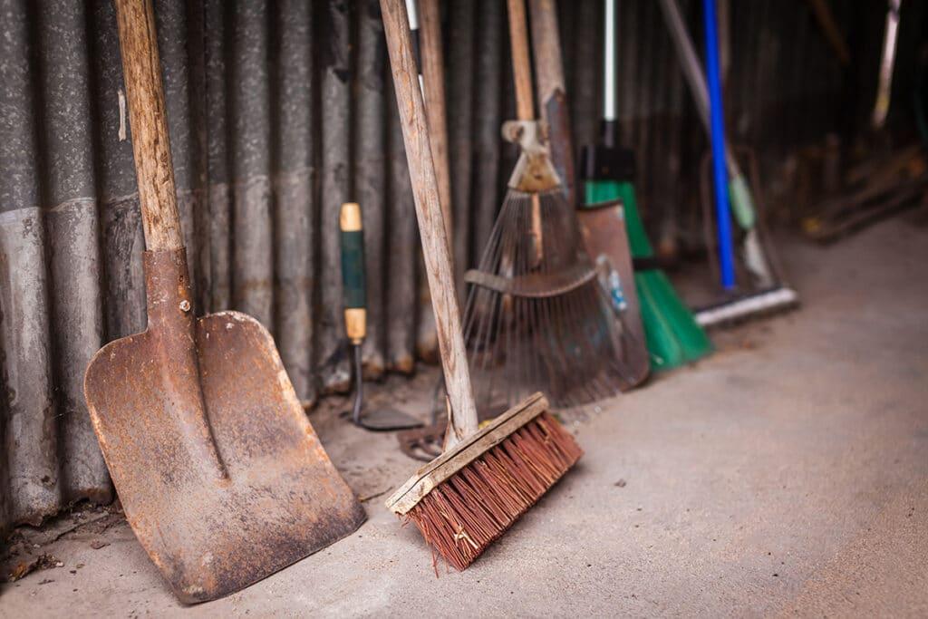 Gartengeräte reinigen