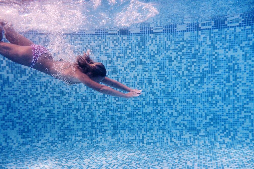 Pool eintauchen