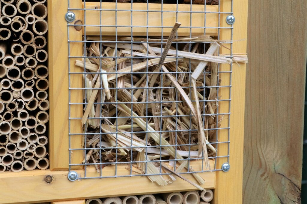 Abteile mit Gitter sichern