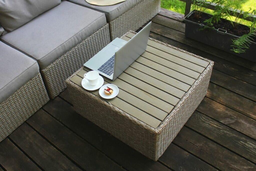 Loungemöbel auf Balkon