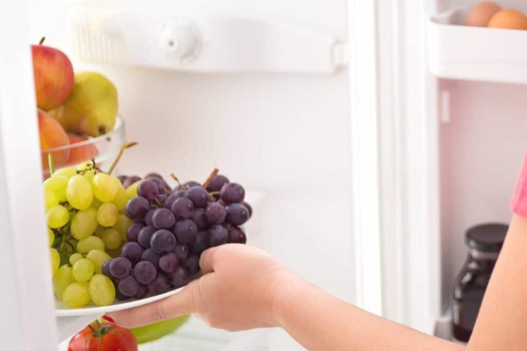 Weintrauben im Kühlschrank